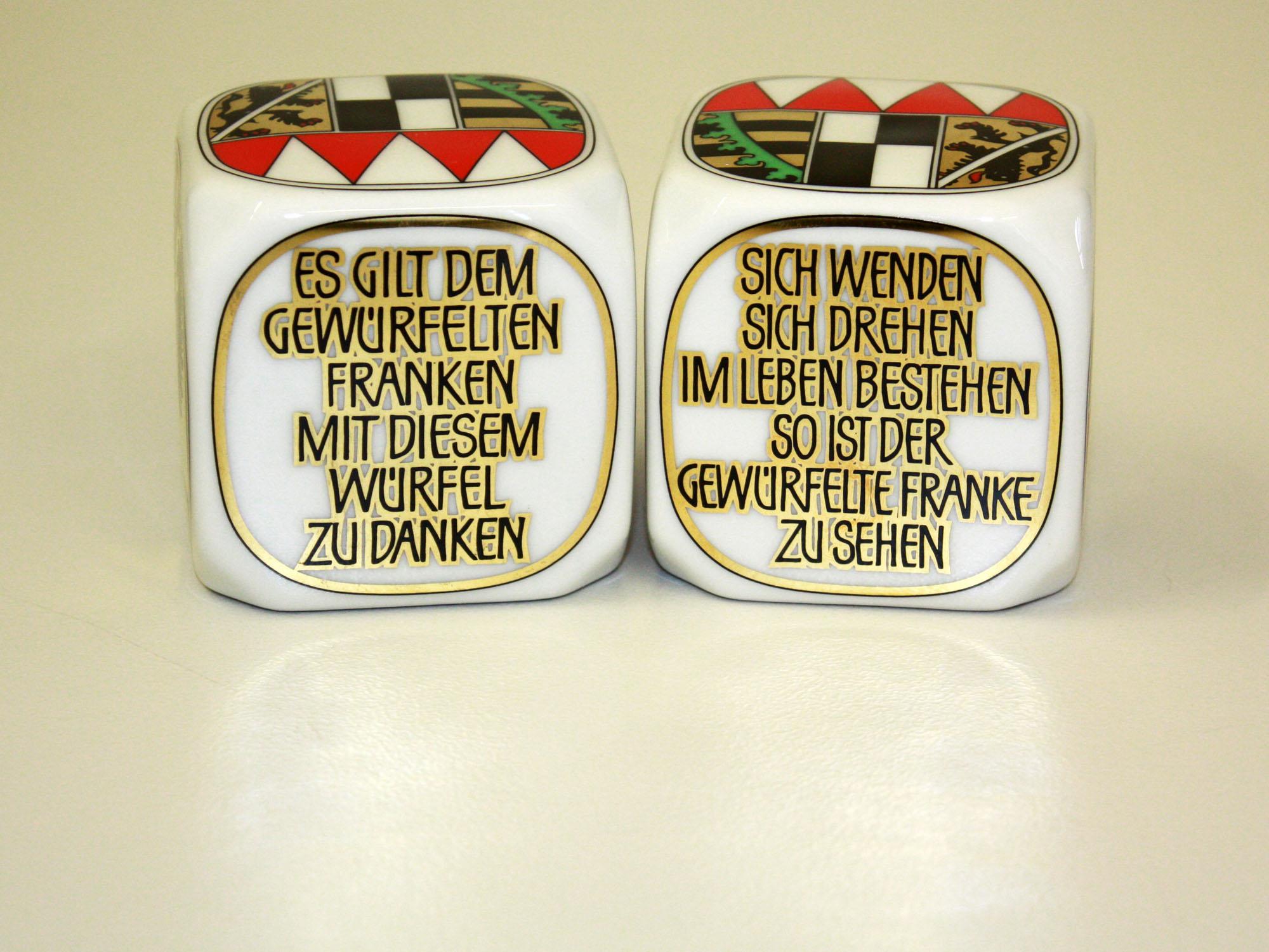 Frankenwürfel mit Aufschrift auf den beiden Würfelseiten